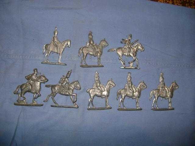 Les figurines anciennes, leurs accessoires et leurs décors. Dsc03610