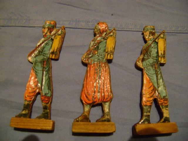 Les figurines anciennes, leurs accessoires et leurs décors. Dsc03614