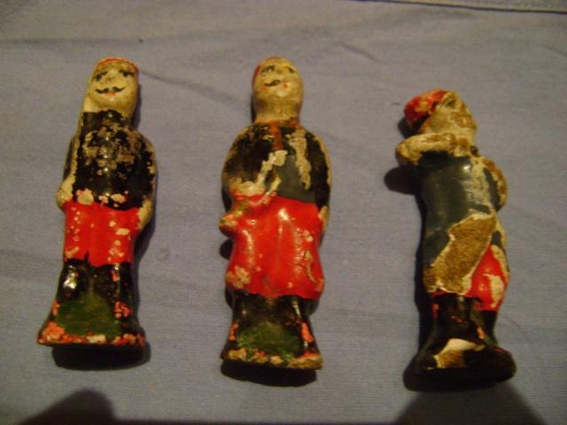 Les figurines anciennes, leurs accessoires et leurs décors. Dsc03615