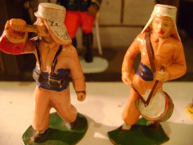 Les figurines anciennes, leurs accessoires et leurs décors. Dsc03617
