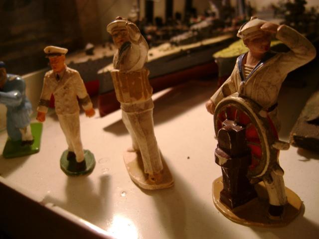 Les figurines anciennes, leurs accessoires et leurs décors. Dsc03618