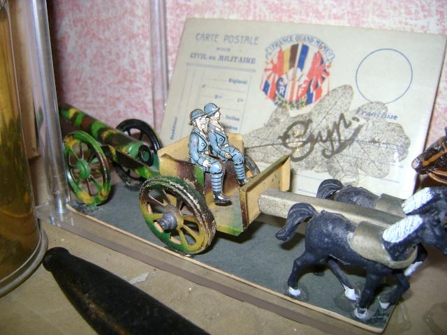 Les figurines anciennes, leurs accessoires et leurs décors. Dsc03622