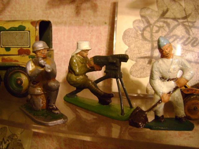 Les figurines anciennes, leurs accessoires et leurs décors. Dsc03623