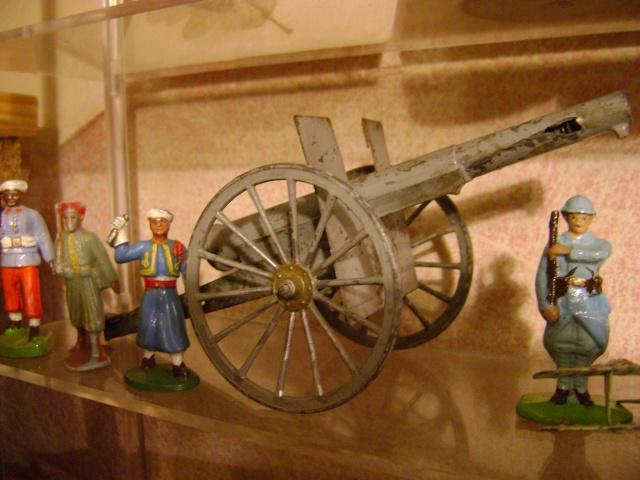Les figurines anciennes, leurs accessoires et leurs décors. Dsc03624