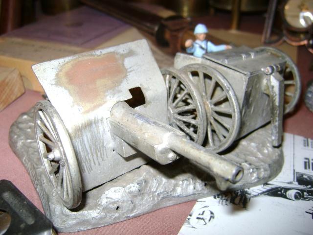 Les figurines anciennes, leurs accessoires et leurs décors. Dsc03634