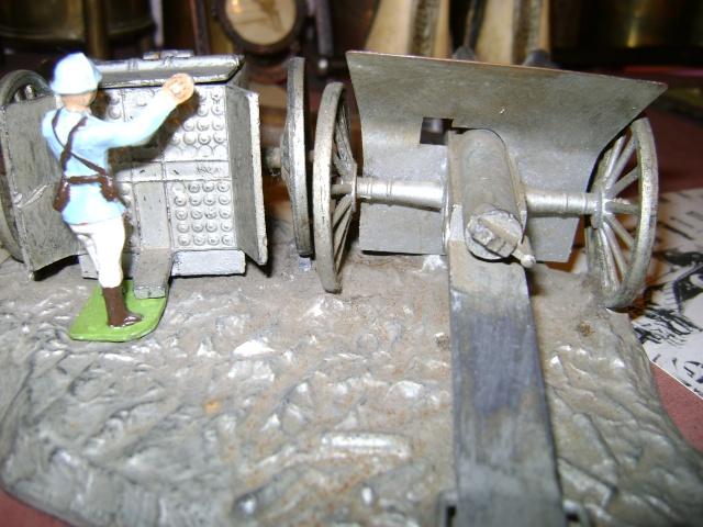 Les figurines anciennes, leurs accessoires et leurs décors. Dsc03635