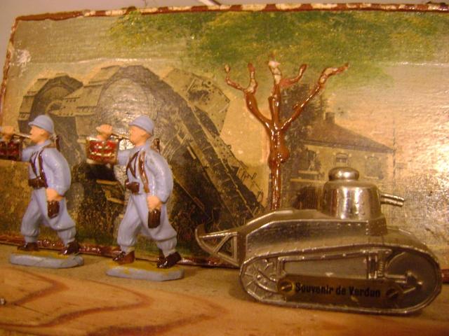 Les figurines anciennes, leurs accessoires et leurs décors. Dsc03637