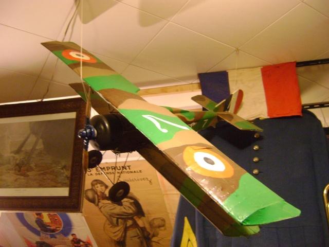 Les jouets militaires en tôle, plastique ou bois. Dsc03638