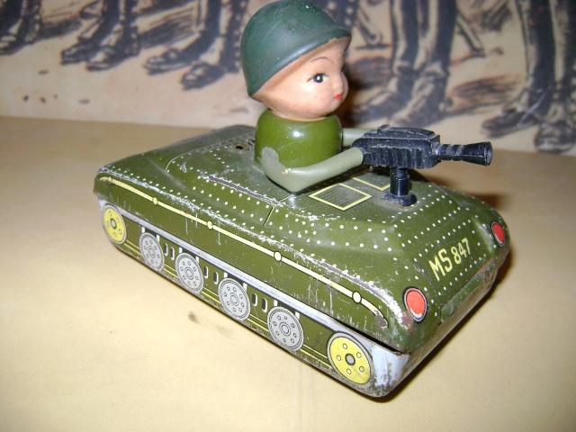 Les jouets militaires en tôle, plastique ou bois. Dsc03641