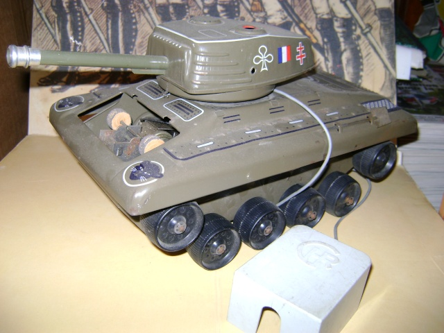 Les jouets militaires en tôle, plastique ou bois. Dsc03645