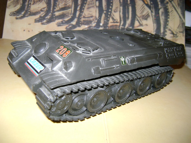 Les jouets militaires en tôle, plastique ou bois. Dsc03646