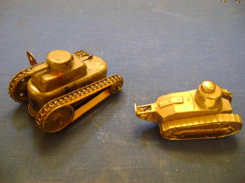 Les jouets militaires en tôle, plastique ou bois. Dsc04923