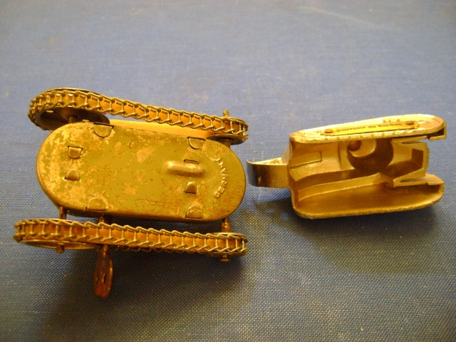 Les jouets militaires en tôle, plastique ou bois. Dsc04924