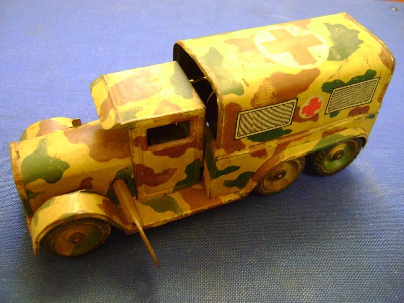 Les jouets militaires en tôle, plastique ou bois. Dsc04925