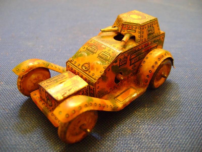 Les jouets militaires en tôle, plastique ou bois. Dsc04927