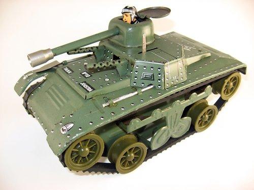 Les jouets militaires en tôle, plastique ou bois. Ib_p0010