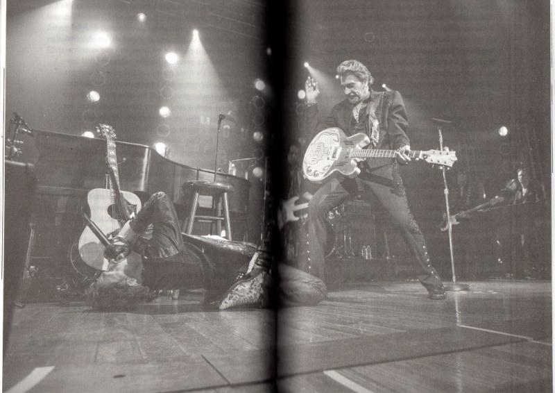 [livre] La terre promise Johnny Hallyday et Philippe Manoeuvre Img09710
