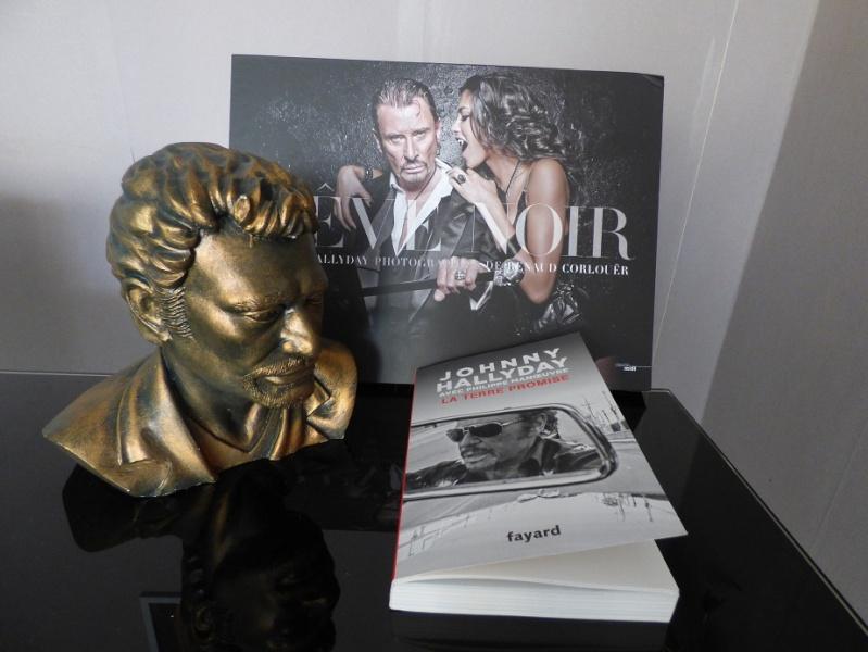 Buste de johnny ..livres..merci papa noël Johnny13