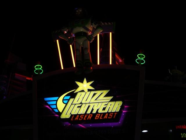 Buzz Lightyear Laser Blast - Page 32 P1290940