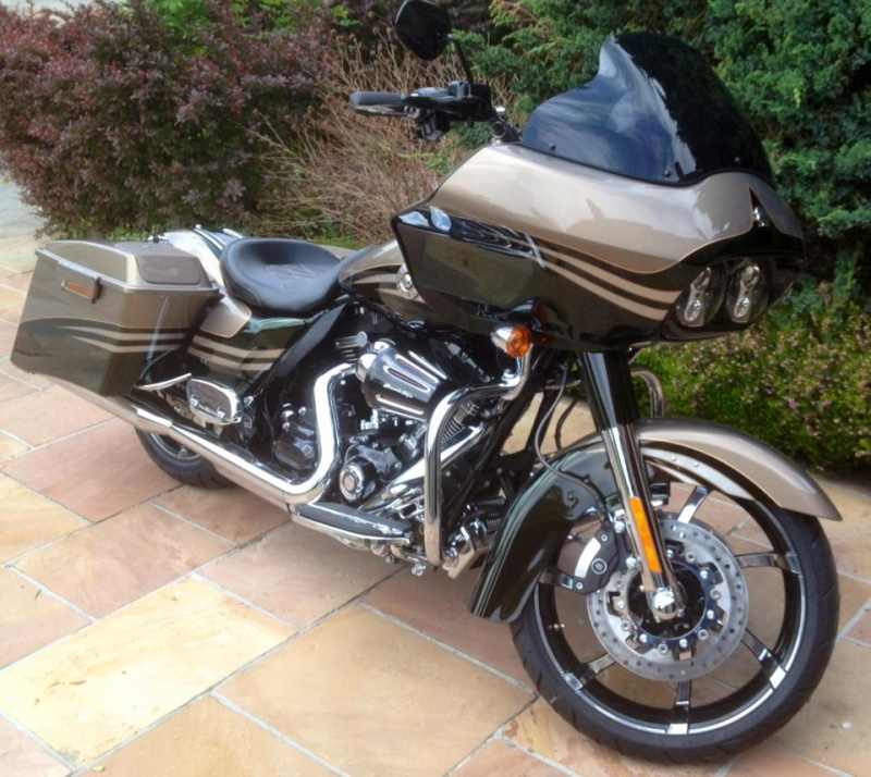 Road Glide CVO, combien sommes nous sur Passion-Harley - Page 16 Rudghe10
