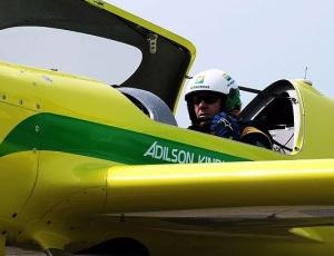 Piloto brasileiro da 'F-1 Aérea' se acidenta em treino; avião caiu na água Adilso10