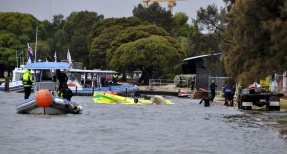 Piloto brasileiro da 'F-1 Aérea' se acidenta em treino; avião caiu na água Aviao-10