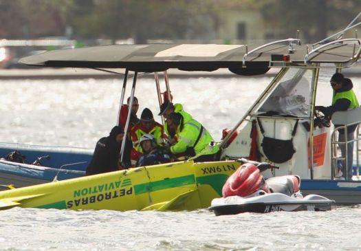 Piloto brasileiro da 'F-1 Aérea' se acidenta em treino; avião caiu na água F1-aer14