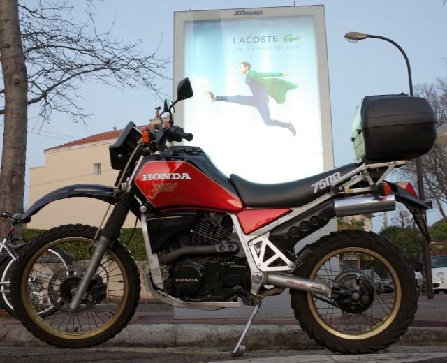 [clos] Concours photo: Votre moto sur fond d'humour (ou d'ironie) Xlv11