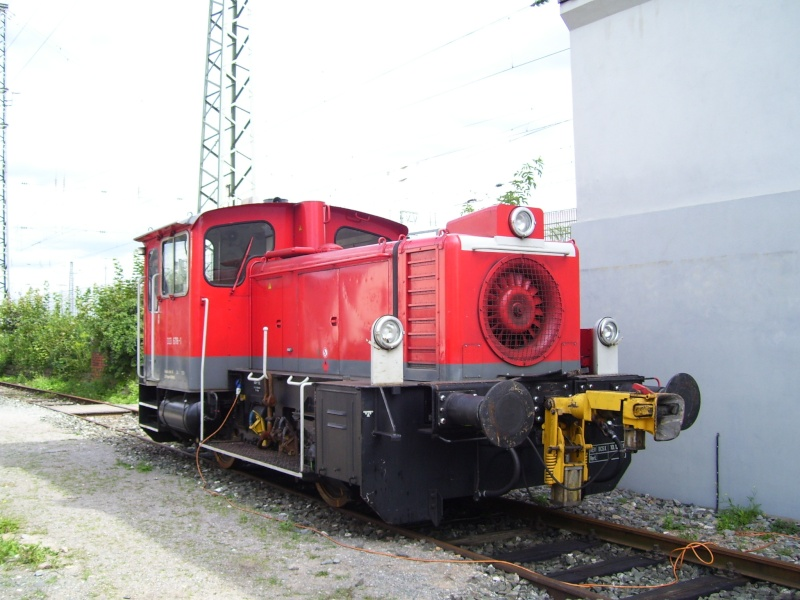 Fahrzeuge auf dem Außengelände im DB-Museum 333-0110