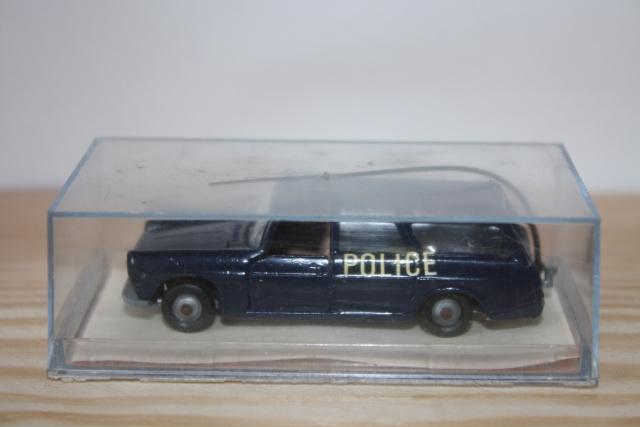 N°216 PEUGEOT 404 POLICE Nc116_11