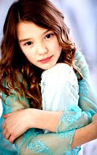 Alissa Skovbye avatars 200x320 pixels Paige_10