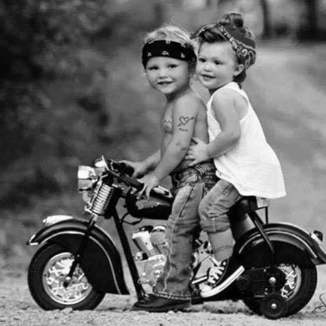 Vieilles photos (pour ceux qui aiment les anciennes photos de bikers ou autre......) - Page 6 11168310