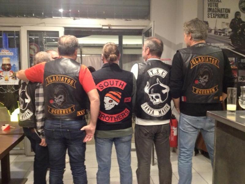 Couleurs des differents clubs de bikers - Page 5 12289610