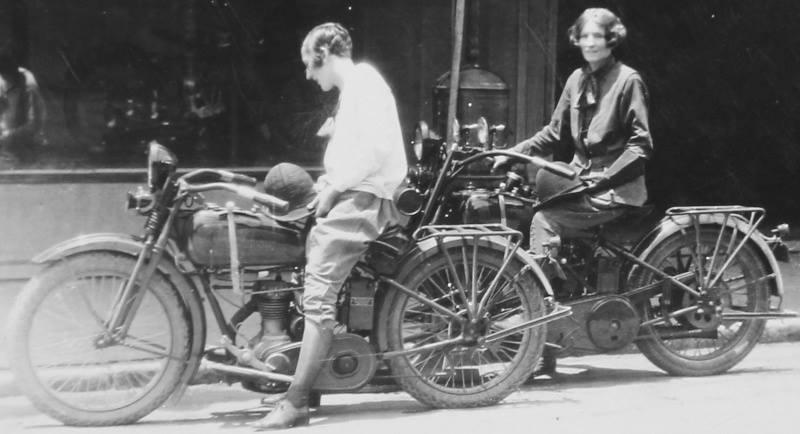 Vieilles photos (pour ceux qui aiment les anciennes photos de bikers ou autre......) - Page 4 12313910