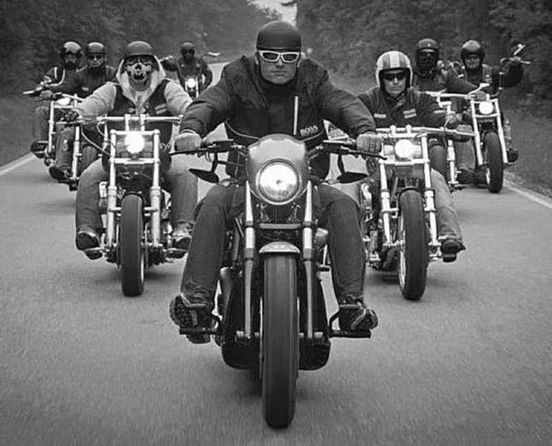 Vieilles photos (pour ceux qui aiment les anciennes photos de bikers ou autre......) - Page 4 12348110