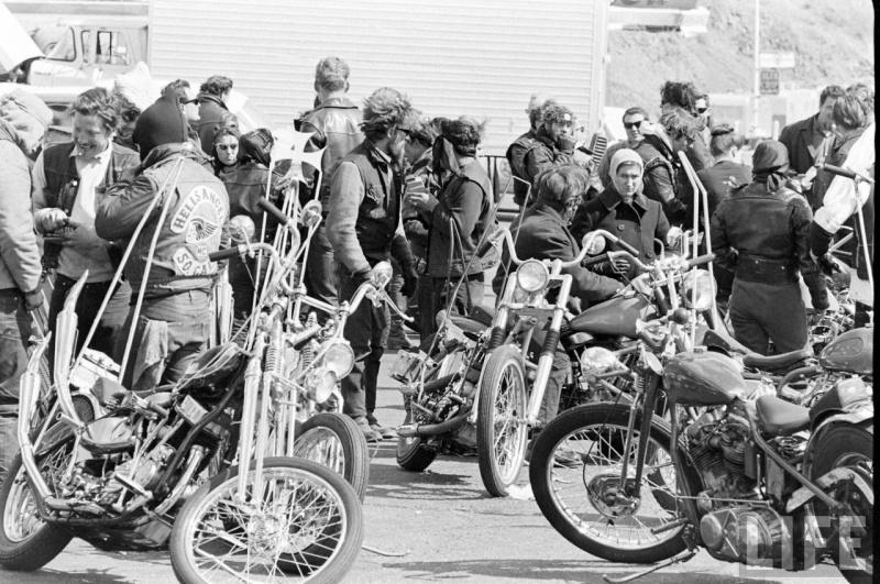 Vieilles photos (pour ceux qui aiment les anciennes photos de bikers ou autre......) 31961010