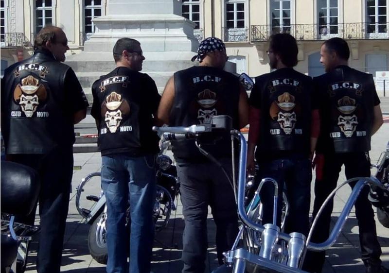 Couleurs des differents clubs de bikers - Page 5 Dossar10
