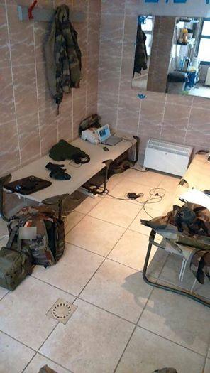 De nouvelles photos sur les conditions d'hébergement des soldats de l'opération Sentinelle  , une honte!! 12524010