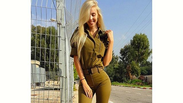 decembre : c'est la militaire la plus sexy du monde !  ........et mister decembre aussi. Armye-10