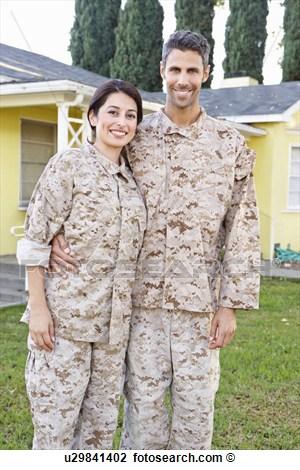 le mois de fevier 2016 ( et donc pour la saint valentin les couples militaires sont a l'honneur!) U2984110