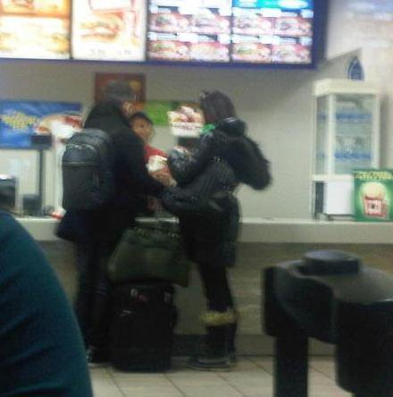 Joe Jonas & Ashley Greene en @BurgerKing :) 16649210