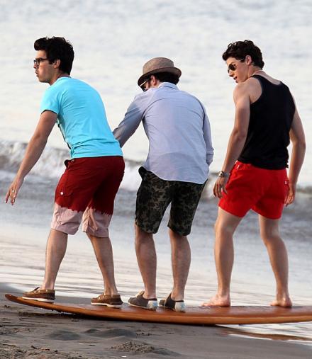 Jonas brothers chicos de playa Jonas-10