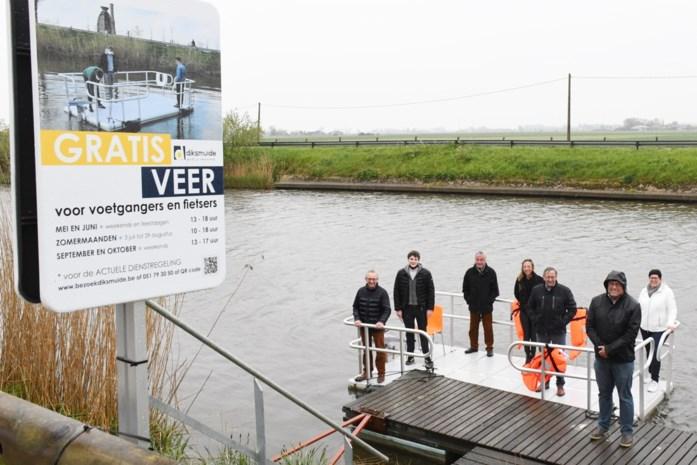Bateaux  (sur fleuve/rivière/canal) A9621410