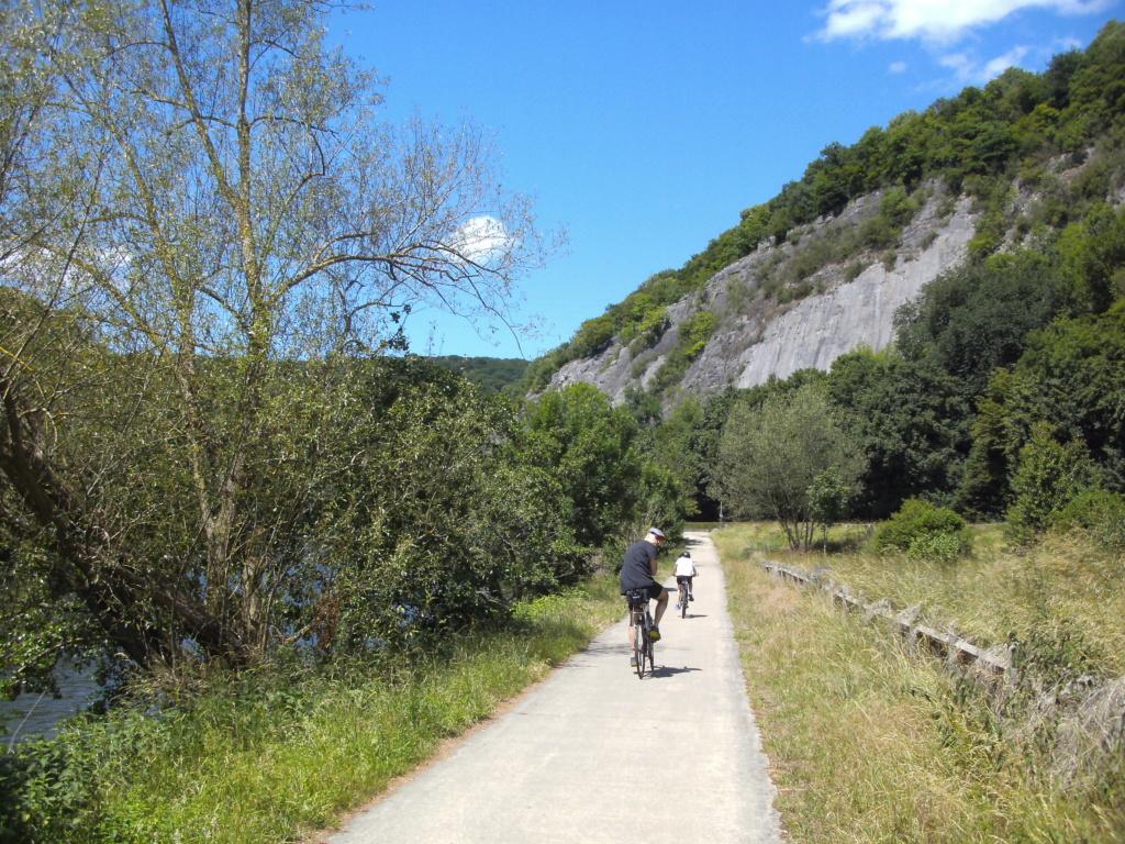 RAVeL 5 Ourthe Liege - Durbuy - Itinéraire N°7 - Sur la route des Ardennes - Page 5 Mery_q10