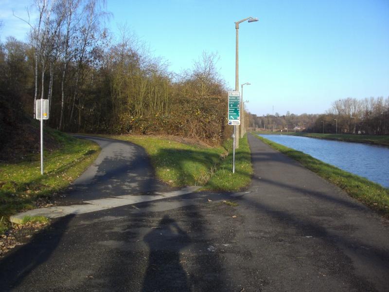 RAVeL 3 (Part 1) Erquelinnes - Marchienne-au-Pont - Eurovelo 3 - EV3 - Itinéraire n°6 - Page 2 Roux_b11