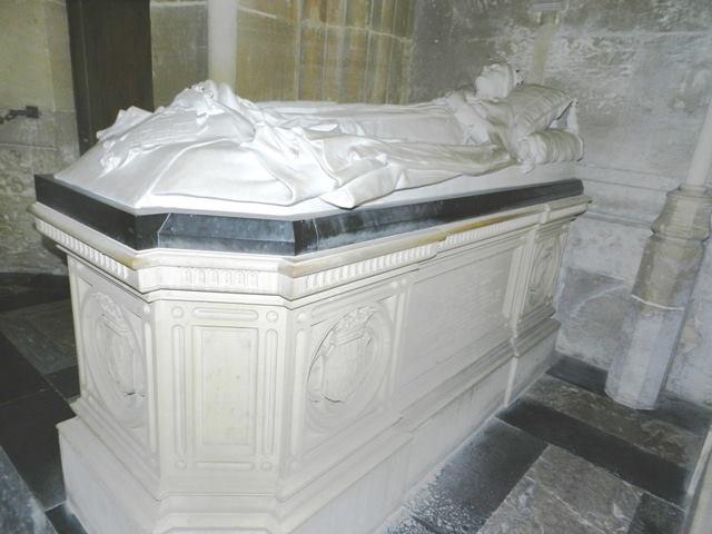 Dreux , chapelle royale St Louis 12400513
