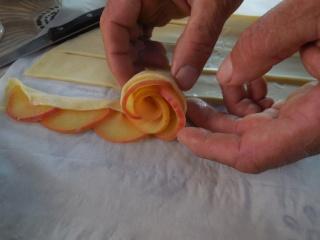 rose apple une autre façon de faire des tartelettes aux pommes Dscn0421