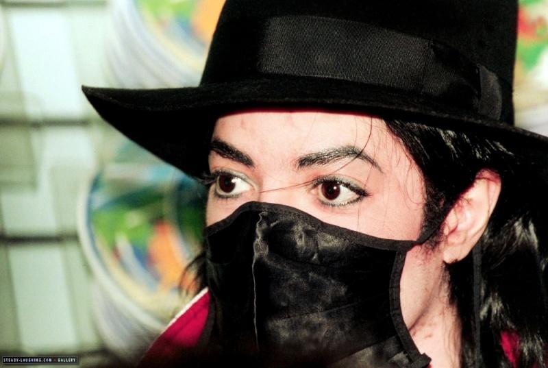 Foto di Michael Jackson con la mascherina - Pagina 6 Dpvber11