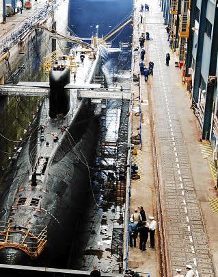 [Les bases de sous-marins] ILE LONGUE - Page 3 11330110