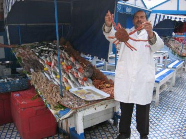 La pêche ,le poisson,les marins et l'activité au port - Page 2 11557912